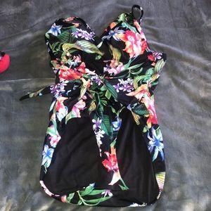 Hawaiian 🌺 Flower Xlarge Bathing suit worn 1X